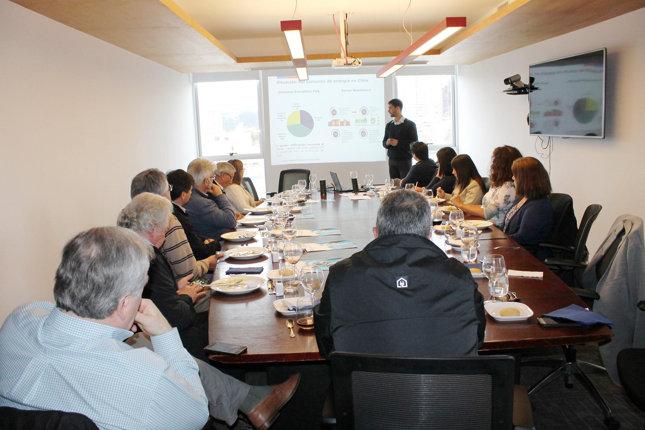 Ministerio Energía presentó Ruta Energética y construcción sustentable a socios de CChC Valparaíso noticias