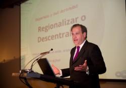 Tomás Jocelyn-Holt expuso desafíos de la descentralización en Construyendo Región  noticias