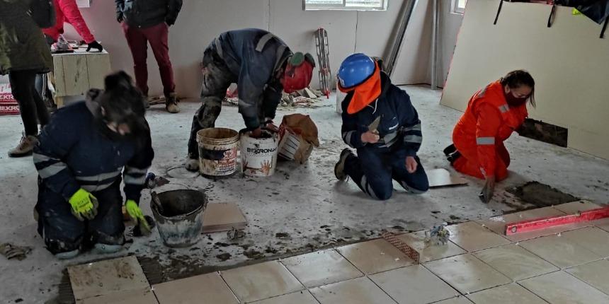 Catorce mujeres del sector de la construcción en Magallanes participaron en curso de ceramista noticias