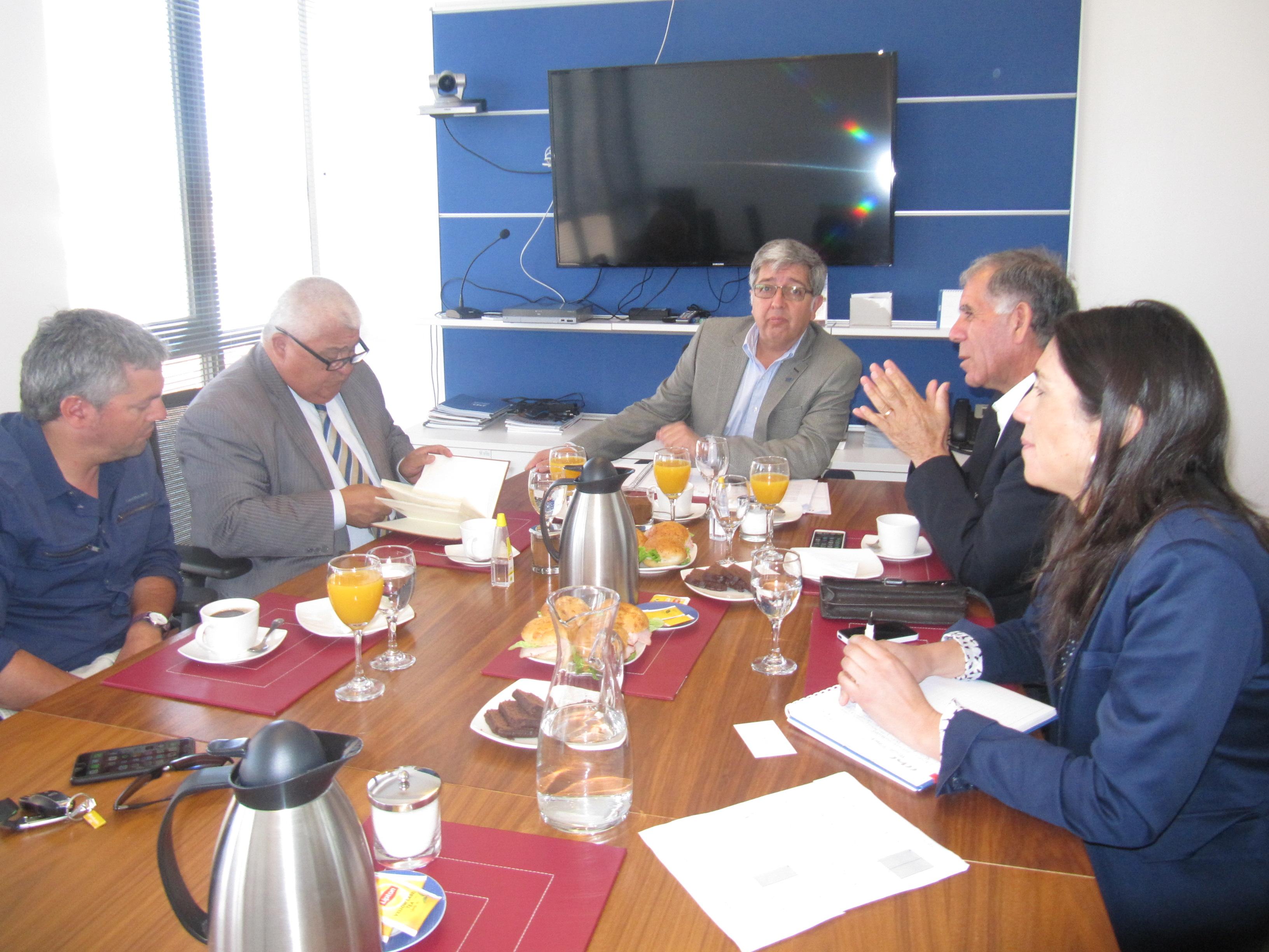 Directivos se reúnen con CORE Mario Morales noticias