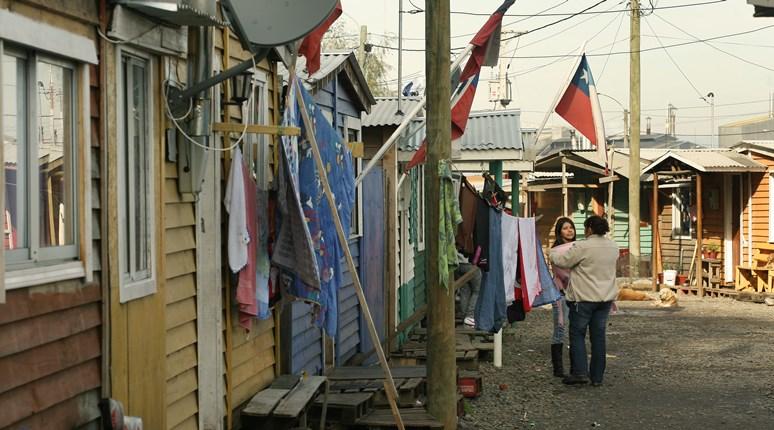 Gremio local presenta inédito estudio sobre campamentos a Serviu Biobío noticias