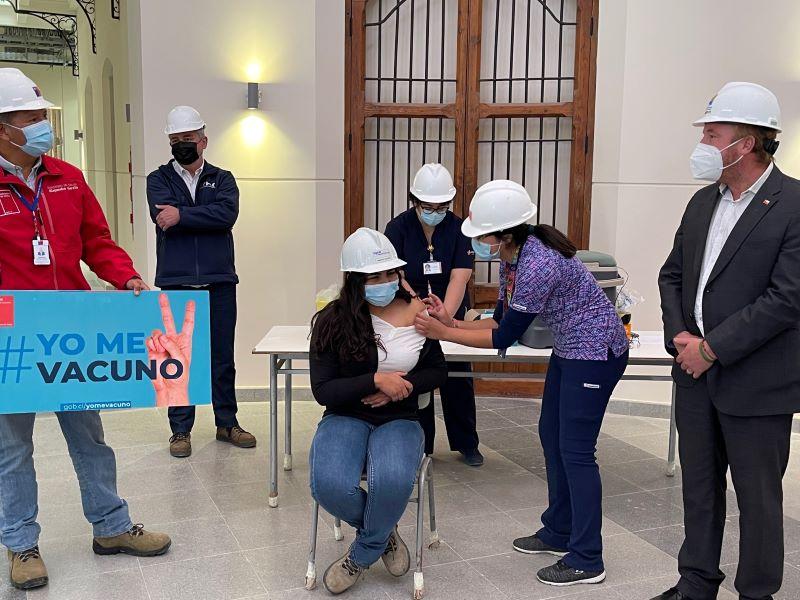 Trabajadores de la construcción son vacunados contra el Covid en sus lugares de trabajo  noticias