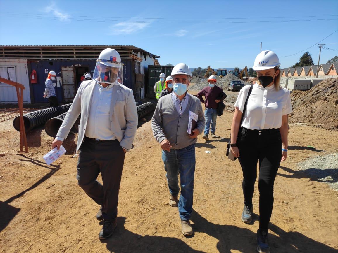 Presidenta CChC Valdivia junto al Director Serviu (s) de Los Ríos visitaron obra de Guacamayo noticias