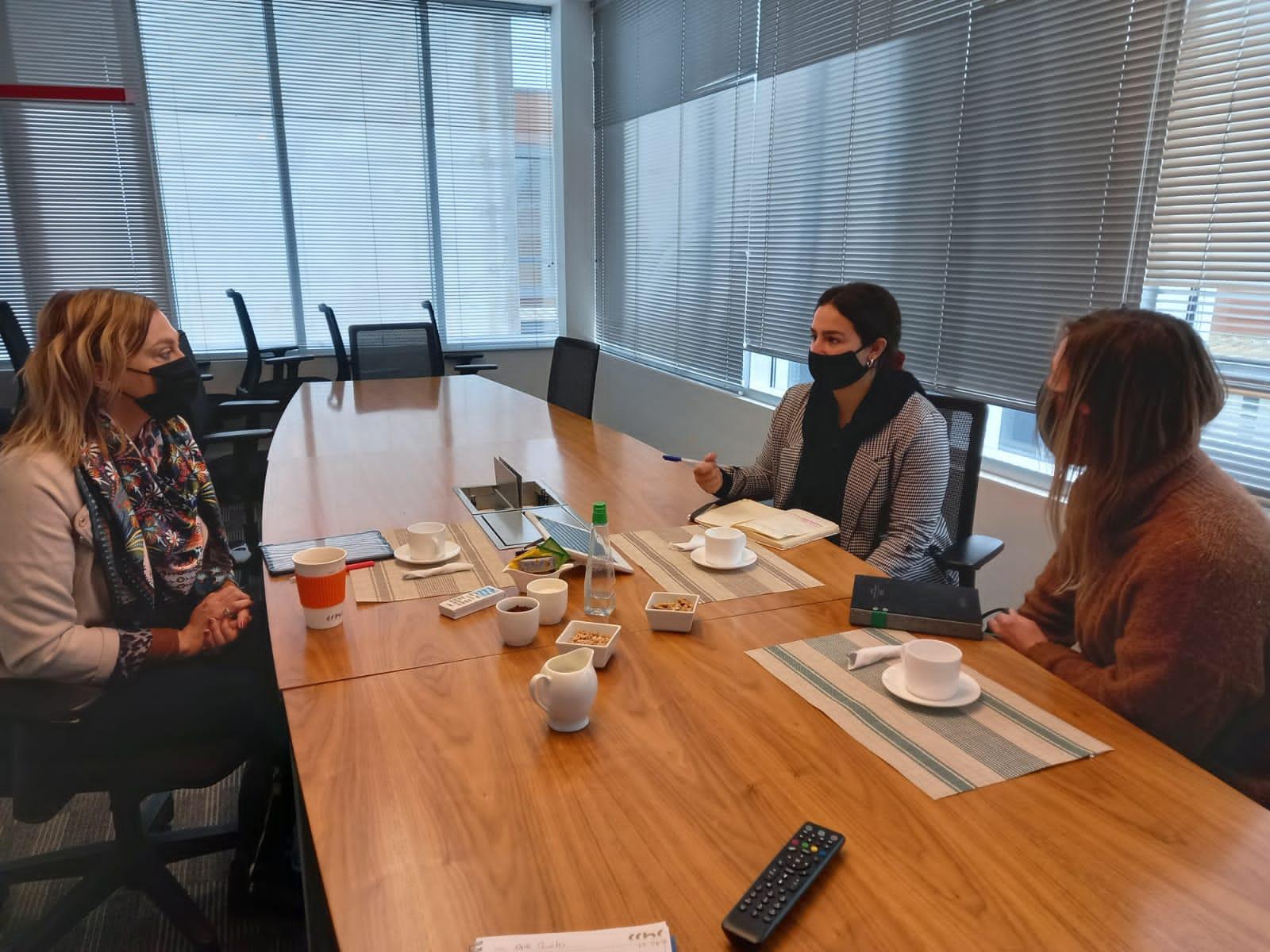 Presidenta CChC Valdivia se reúne con ONG Canales noticias