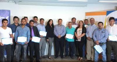 Trabajadores de la construcción finalizan con éxito curso de gasfitería en Los Ángeles