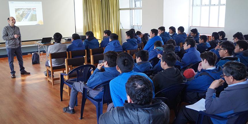 Dictaron charla de eficiencia energética a jóvenes del liceo industrial de Osorno noticias