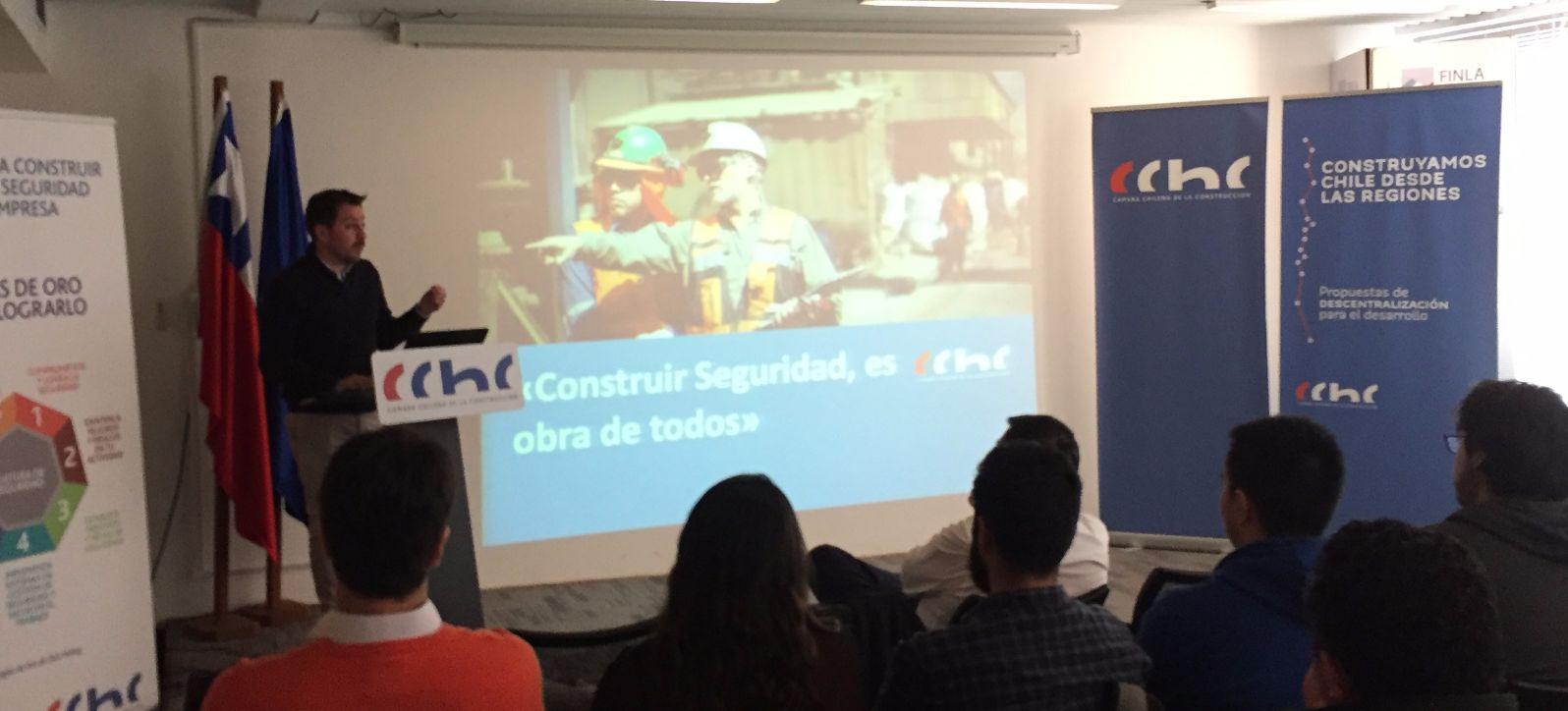 Futuros constructores de Los Ángeles participan en taller de liderazgo en seguridad <mark>laboral</mark> noticias