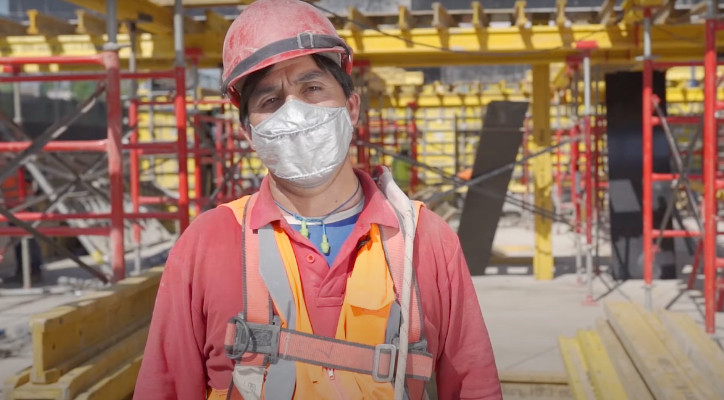 2-juan-luis-barriga-carpintero-construccion-actividad-segura-y-reactivadora.jpg